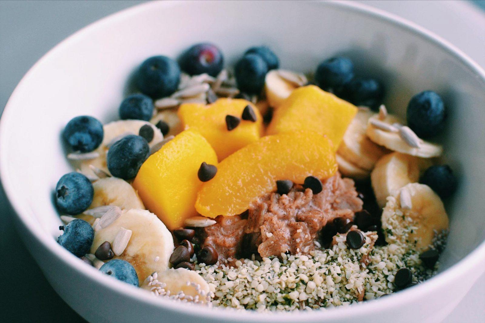 Fulgi de ovăz cu fructe